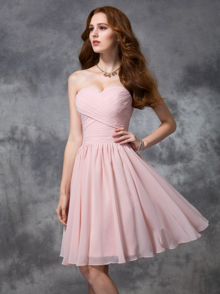 A-Linje/Prinsesse Sweetheart Ermeløs Folder Kort Chiffong Brudepikekjoler