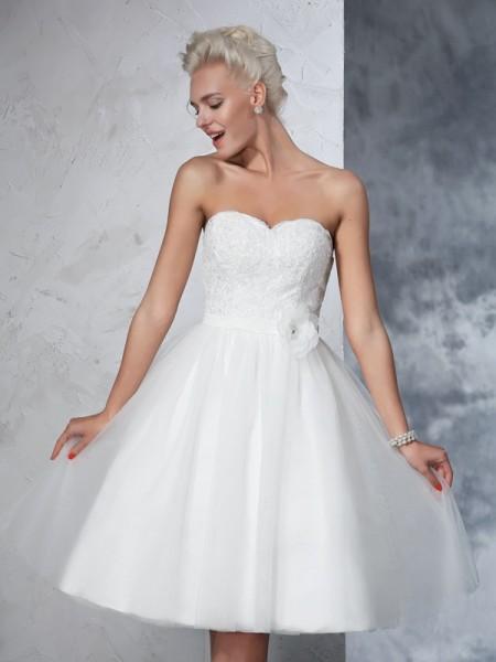 A-Linje/Prinsesse Sweetheart Håndlaget blomst Ermeløs Kort Netting Brudekjoler