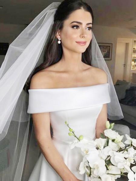 A-linje/Prinsesse Off-the-skulder Uten Ermer Sweep Slep Frynse Sateng Bryllupskjoler